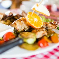 Grilled poultry meat with vegetables