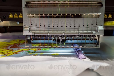 Automatic industrial sewing machine for stitch by digital patter