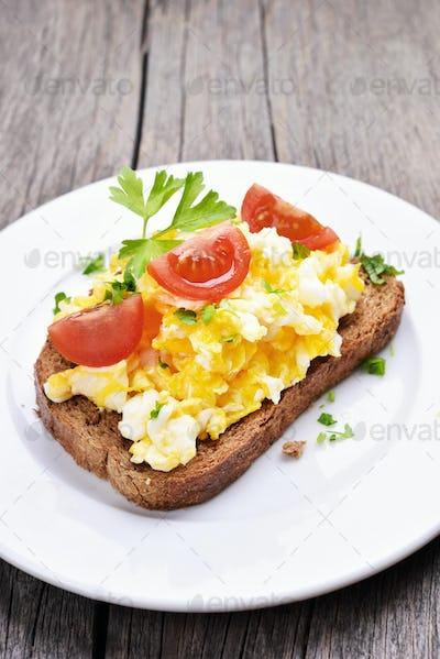 Scrambled eggs on bread
