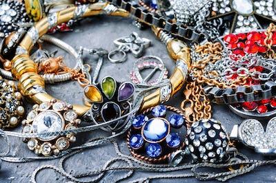 Jewelry and bijouterie