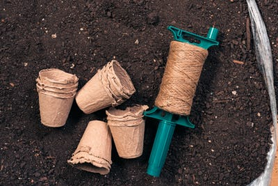 Biodegradable plant pots, jute rope and soil