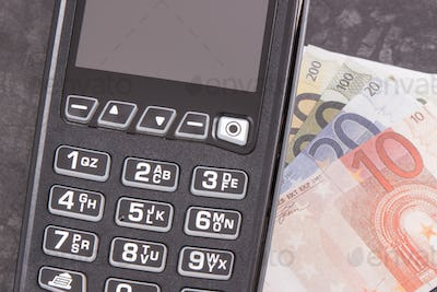 Payment terminal and curriencies euro. Choice between cashless or cash paying
