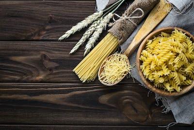 Various types of uncooked Italian pasta
