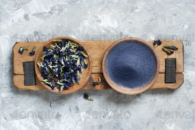 Butterfly pea blue matcha powder and dried flowers