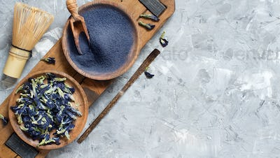 Butterfly pea blue matcha powder with wrisk and dried flowers