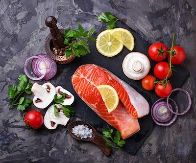 Salmon, mushrooms, tomatoes and parsley