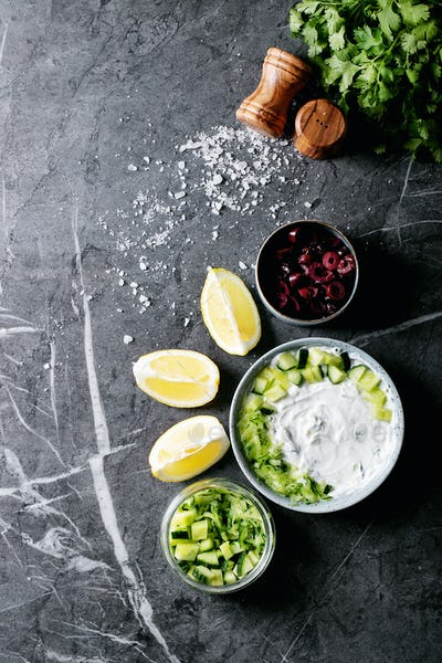 Tzatziki salat in ceramic bowl