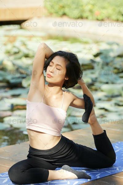 Youg woman stretching quads