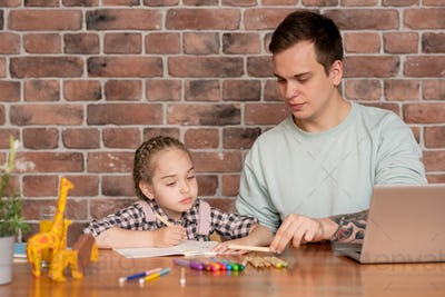 Father teaching daughter to distinguish colors