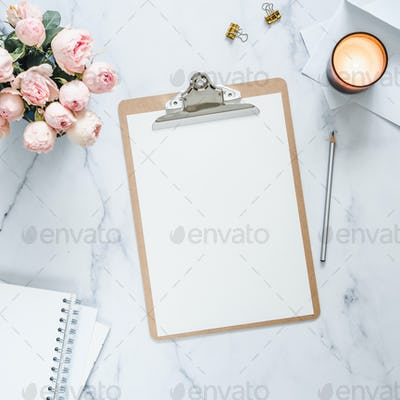 Clipboard with white empty sheet mock up