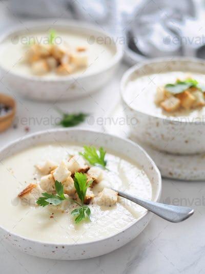 cauliflower soup puree vertical