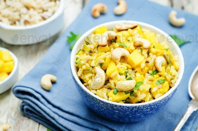 Curry chicken rice with mango and parsley