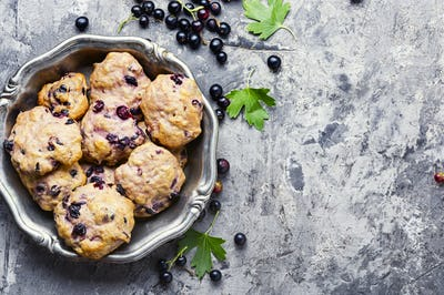 Cookies with blackcurrant berries