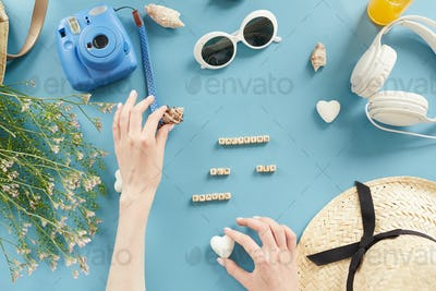 Making knolling composition for vacation