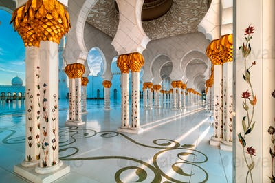 Sunset view at Sheikh Zayed Grand Mosque, Abu Dhabi, United Arab Emirates