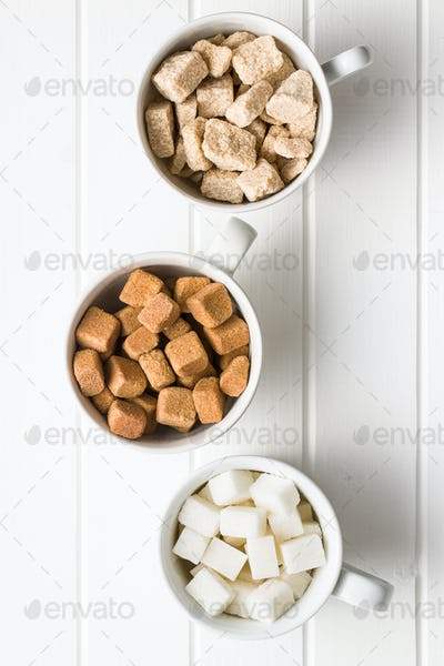 White and brown sugar cubes.