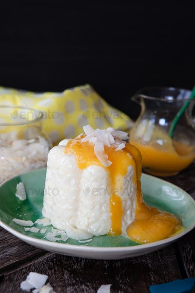 Vegan rice pudding with coconut