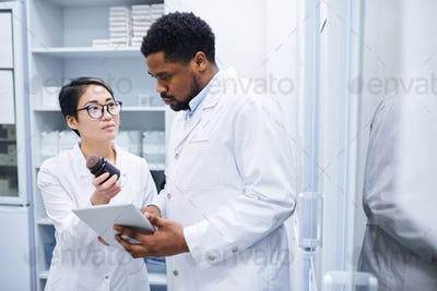 Medical assistant asking doctor about pills