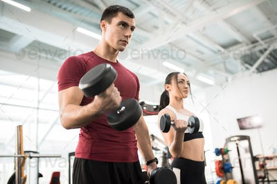 Couple Training with Weights in Gym