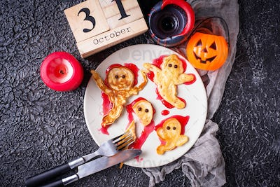 Halloween creative treat ghost pancakes