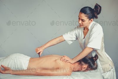Massage gua, sha therapy