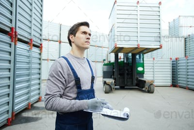 Concentrated storage worker controlling loading