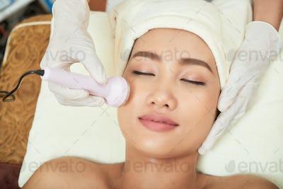 Making Ultrasound Facial Procedure