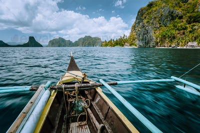 Discover exploring El Nido Nature Reserve in the province of Palawan with fishing boat world famous