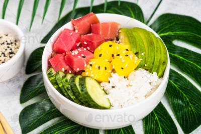 Tuna poke bowl with rice and vegetables