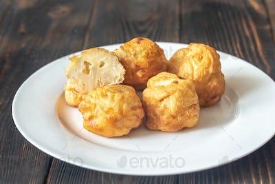Fried cauliflower coated in batter