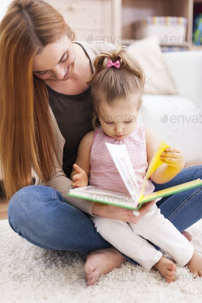 I love it when mom reads to me