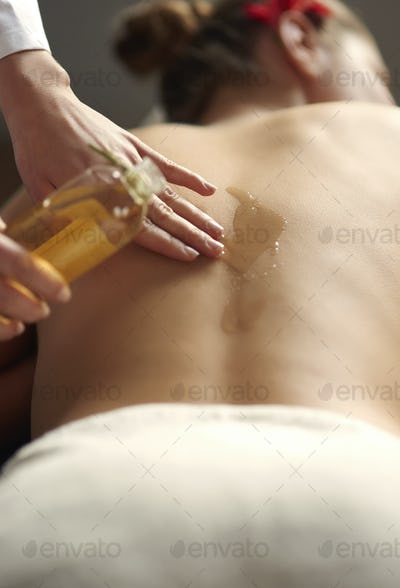 Back treatment with massage oil