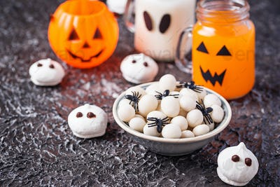 Creative Halloween treat spider eggs
