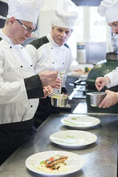 Order in applying ingredients on the plate
