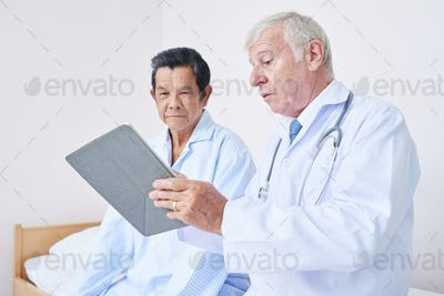 Doctor visiting patient in ward