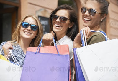Shopping queens in the city
