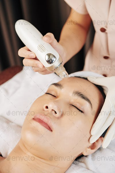 Cleansing face procedure