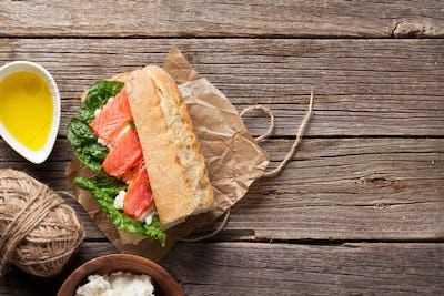 Sandwich with salmon and romaine salad