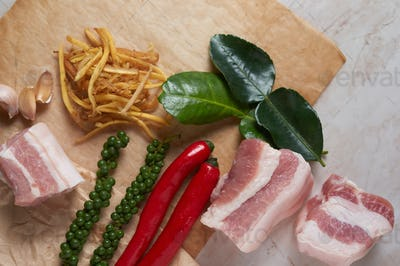The ingredients for cooking the stir-fry spicy belly pork