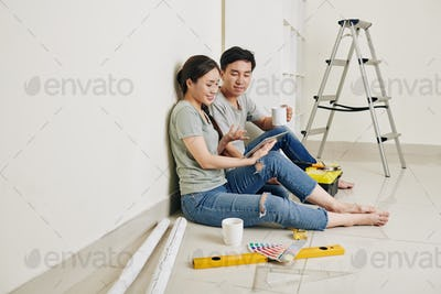 Couple discussing renovation