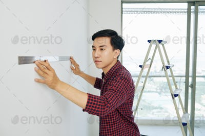 Man measuring walls