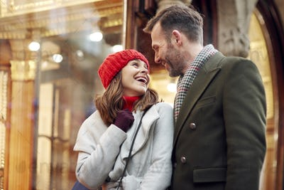 Romantic moment during big Christmas shopping