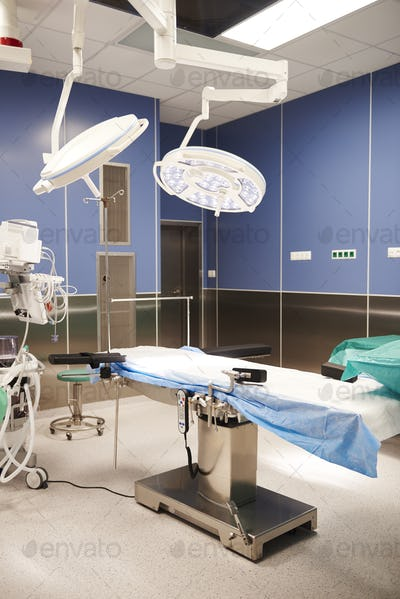 Side view of the operating room