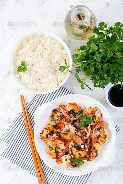 Grilled shrimps and boiled rice