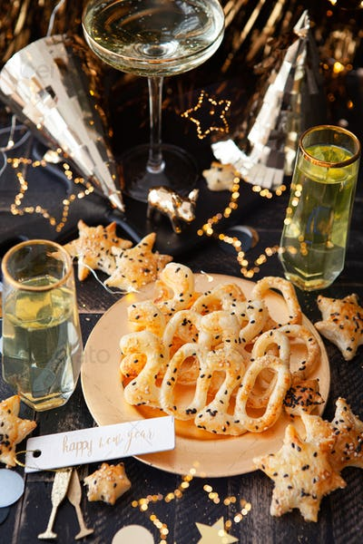 Delicious crackers for New Year's Eve