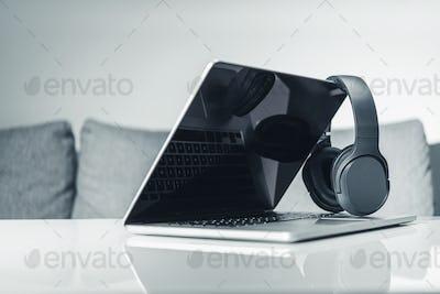Computer Online Music Listen