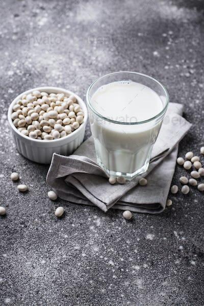 Non-dairy lactose free soy bean milk