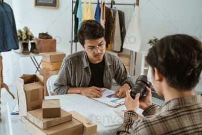 ecommerce business people selling lens product online