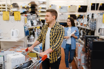 Couple holds electric blender in electronics store