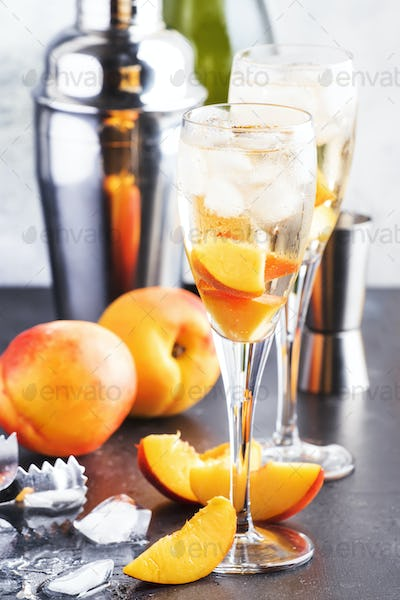 Bellini, alcoholic cocktail